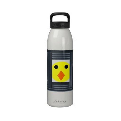 Libere la botella de agua de las gallinas de bater