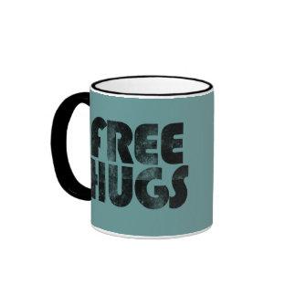 Libere los abrazos taza