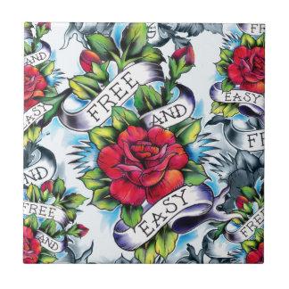 Libere - y - los rosas y la bandera fáciles del ta azulejo cuadrado pequeño