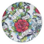 Libere - y - los rosas y la bandera fáciles del ta plato de comida