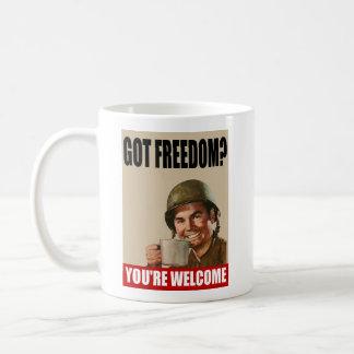 ¿Libertad conseguida?  ¡Usted es AGRADABLE! Taza