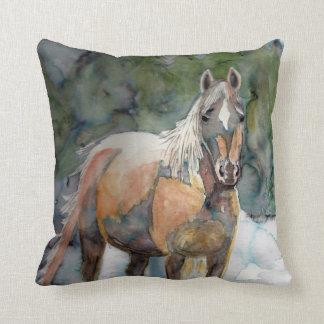 Libertad del caballo cojín