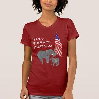 Libertad digno de luchar para la camiseta