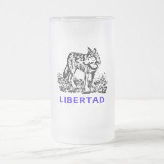 Libertad - Lobo en la naturaleza Jarra De Cerveza Esmerilada