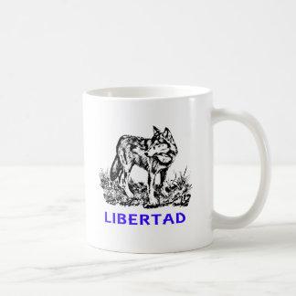 Libertad - Lobo EN la naturaleza Mug