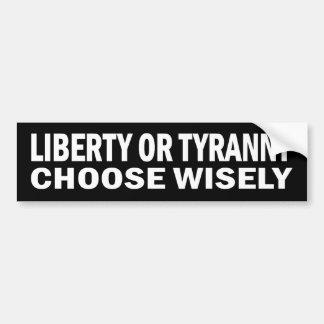 Libertad o tiranía - elija sabiamente a los pegati etiqueta de parachoque
