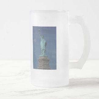 Libertad que aclara el mundo - estatua de la jarra de cerveza esmerilada
