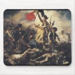Libertad que lleva a la gente de Eugene Delacroix Mouse Pads