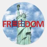 Libertad y libertad chinas pegatina redonda