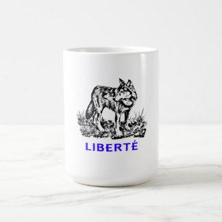 Liberté - Loup dans la nature sow-vaguely Coffee Mug