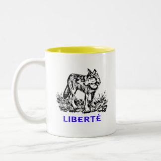 Liberté - Loup dans la nature sow-vaguely Two-Tone Coffee Mug