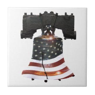 Liberty Bell con la bandera americana Azulejo Cuadrado Pequeño