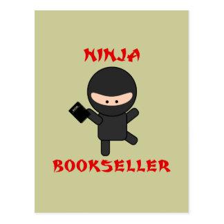 librero del ninja con el libro tarjetas postales
