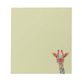 Libreta ambarina de la jirafa que mira a blocs de papel