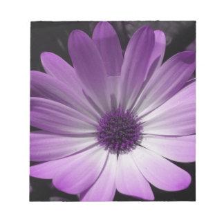 Libreta púrpura de la flor de la margarita libretas para notas