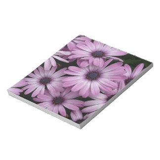 Libreta púrpura de la margarita blocs