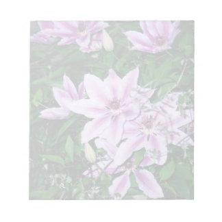 Libreta púrpura y blanca del Clematis Blocs