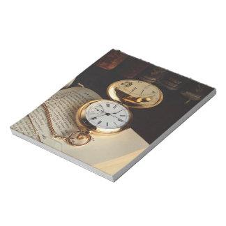 Libreta vieja elegante del reloj bloc de notas