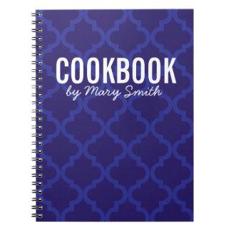 Libro de cocina azul con el cuaderno de encargo de
