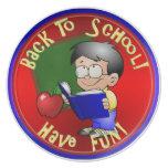 Libro de escuela de la lectura del muchacho - de platos