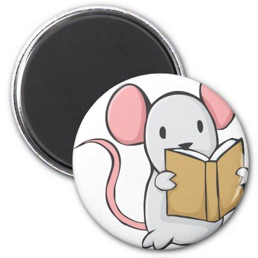 Libro de lectura lindo del ratón iman de frigorífico