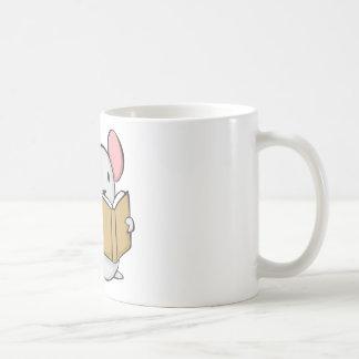 Libro de lectura lindo del ratón tazas de café