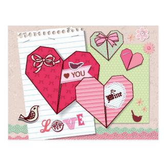 Libro de recuerdos con los elementos del amor postales