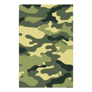 Libro de recuerdos verde del camuflaje que hace el papelería
