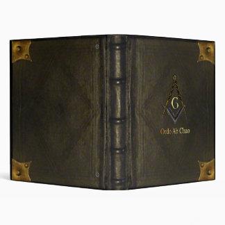 Libro encuadernado de cuero con el cuadrado y el c