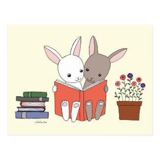 Libro lindo del conejito de la postal del libro de
