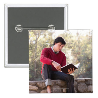 Libro y sentada de lectura del estudiante en la pa pin cuadrada 5 cm