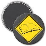 ¡Libros a continuación! Imán Redondo 7 Cm