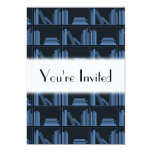 Libros azul marino en estante invitación 12,7 x 17,8 cm