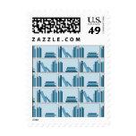 Libros azules en estante sello