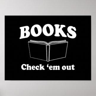 Libros: Compruébelos hacia fuera Póster