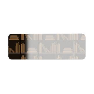 Libros de Brown oscuro en estante Etiqueta De Remitente
