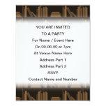 Libros de Brown oscuro en estante Invitaciones Personalizada
