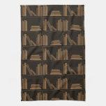 Libros de Brown oscuro en estante Toallas De Cocina