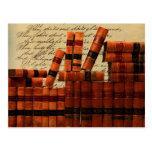 Libros de cuero antiguos postal