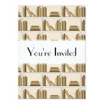 Libros del color de Brown y del moreno en estante Invitación 12,7 X 17,8 Cm
