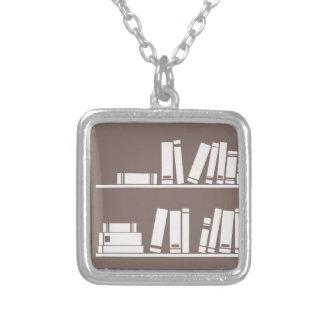 Libros en el estante para leer el amante o al sabe grimpola personalizada