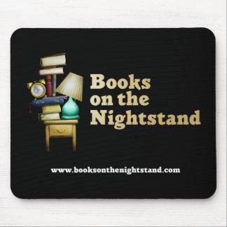 Libros en el Nightstand Mousepad