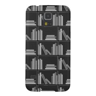 Libros en estante. Gris, blanco y negro. Carcasas De Galaxy S5