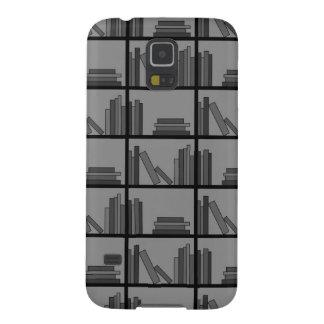 Libros en estante. Gris y negro Fundas De Galaxy S5