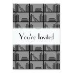 Libros en estante. Gris y negro Invitación 12,7 X 17,8 Cm