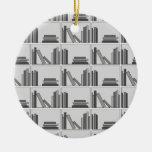 Libros en estante. Monocromático Adorno De Navidad