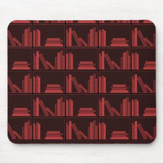 Libros en estante. Rojo oscuro. Alfombrilla De Raton