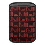 Libros en estante. Rojo oscuro. Fundas Macbook Air