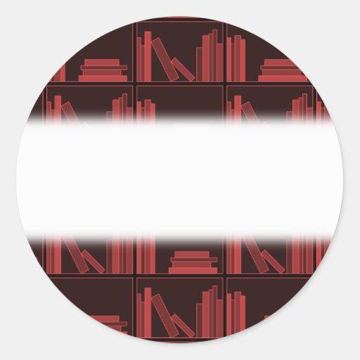 Libros en estante. Rojo oscuro. Pegatina Redonda