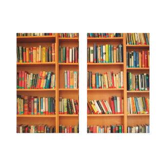 Libros en fondo del estante impresión en lona estirada